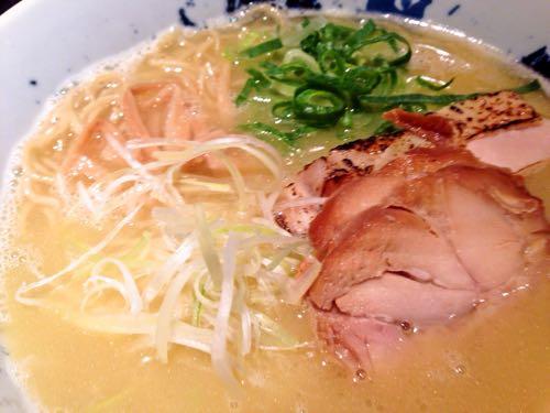 濃厚鶏そばの白湯スープ