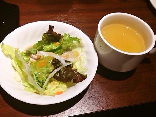 サラダとスープも