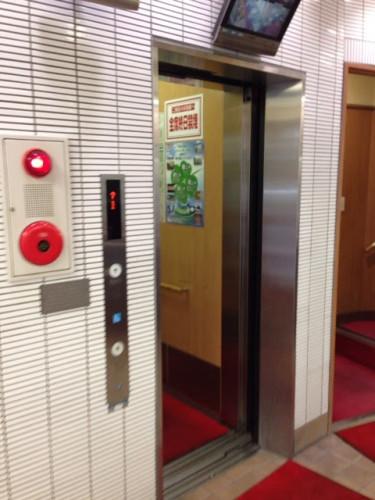 餃子の王将 エレベーター